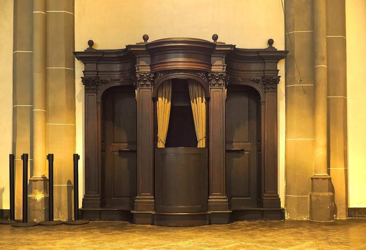 catholic confessional - 960×656